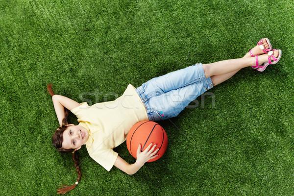 Сток-фото: девушки · мяча · изображение · счастливая · девушка · трава · глядя