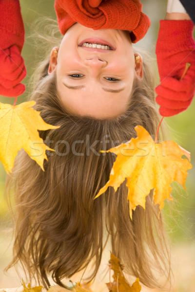 Zdjęcia stock: Zabawy · do · góry · nogami · portret · śmiechem · młoda · dziewczyna