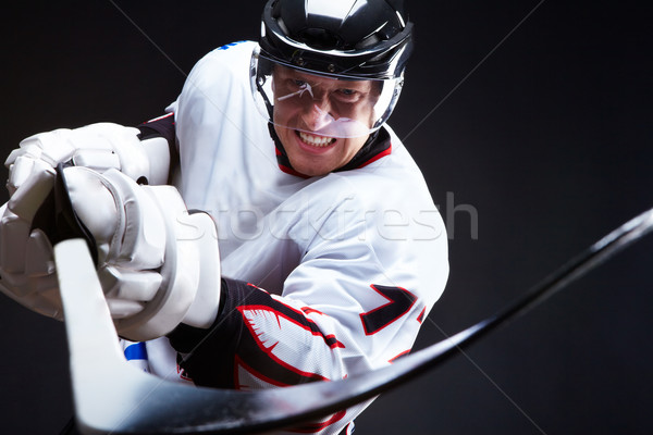 Adversar supărat player îndreptat lipi negru Imagine de stoc © pressmaster