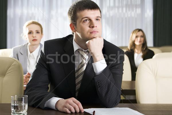 Nuda portret nudny człowiek posiedzenia tabeli Zdjęcia stock © pressmaster