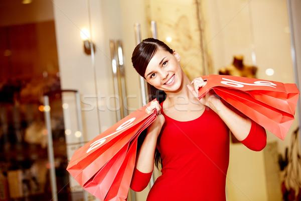 Fogyasztói társadalom boldog lány piros szimbólum vásár néz Stock fotó © pressmaster