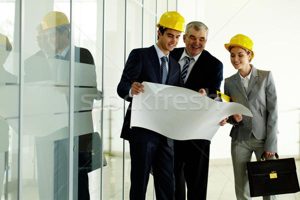 Foto d'archivio: Tre · piedi · edificio · per · uffici · pianificazione · lavoro · business