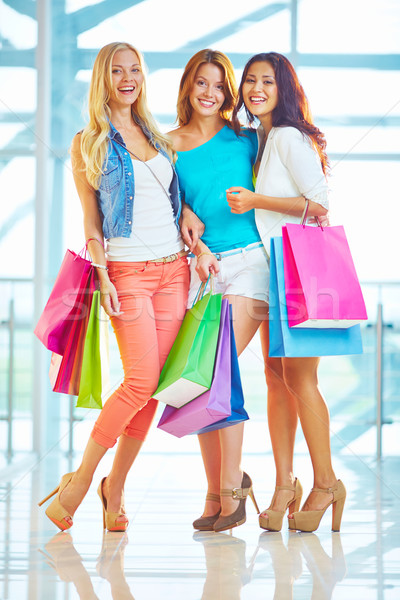 Blijde portret extatisch poseren mall vrouw Stockfoto © pressmaster