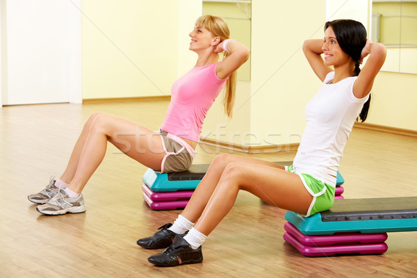 Testmozgás kép kettő fiatal nők gyakorol fal Stock fotó © pressmaster