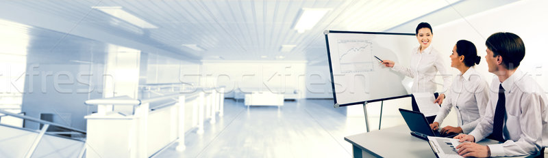 Foto d'archivio: Presentazione · immagine · uomini · d'affari · guardando · di · successo