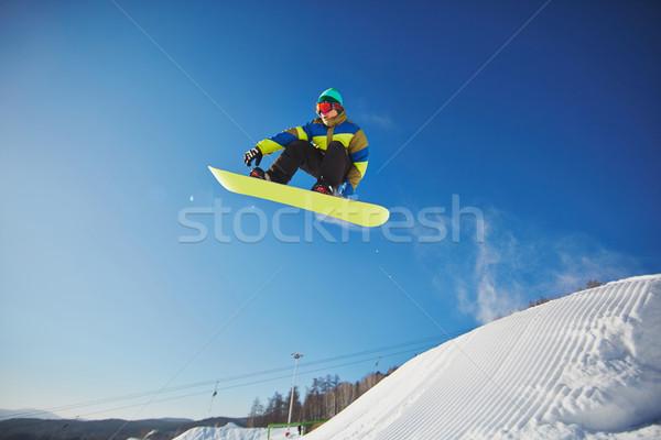 Snowboardzie resort portret sportowiec Błękitne niebo niebo Zdjęcia stock © pressmaster