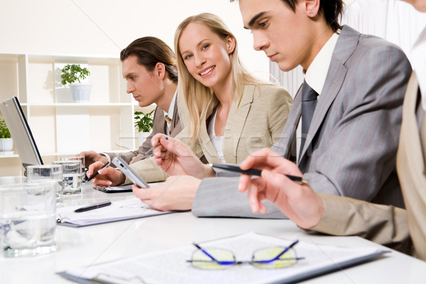 Briefing gelukkig werkgever naar camera collega's Stockfoto © pressmaster