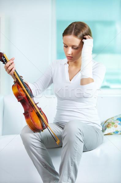 печально скрипач портрет молодые женщины сломанной Сток-фото © pressmaster