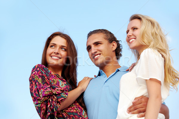 Portret szczęśliwy dziewcząt facet patrząc naprzód Zdjęcia stock © pressmaster