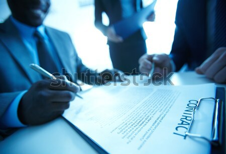 Signature contrat image affaires deux Photo stock © pressmaster