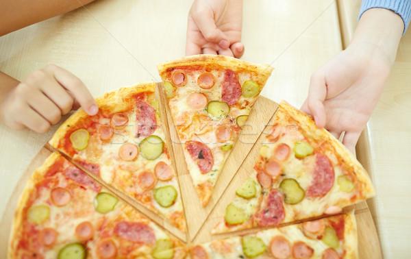 Pizzeria kinderen stukken pizza voedsel Stockfoto © pressmaster
