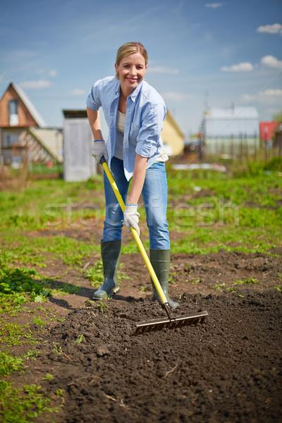 Bastante jardineiro imagem feliz feminino jeans Foto stock © pressmaster