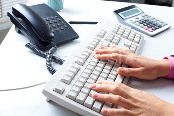 Iroda munkahely asztal telefon számológép számítógép billentyűzet Stock fotó © pressmaster