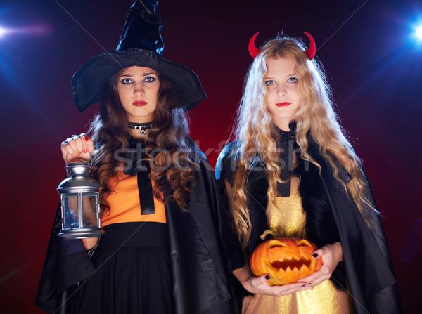 Atmosfer halloween iki kızlar fener Stok fotoğraf © pressmaster