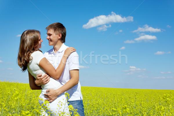 Stok fotoğraf: çift · görüntü · mutlu · sarı · çayır