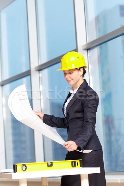 建築 若い女性 ヘルメット 調べる 計画 ビジネス ストックフォト © pressmaster
