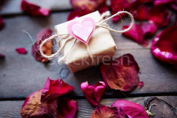 Ajándék gyengédség kép Valentin nap kicsi rózsaszín Stock fotó © pressmaster