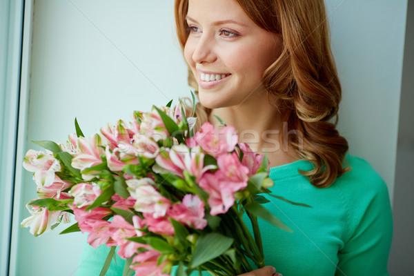Gyengédség tavasz portré mosolyog női köteg Stock fotó © pressmaster