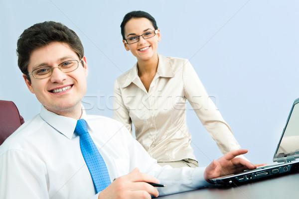 Stock fotó: Főnök · fotó · mosolyog · néz · kamera · nő