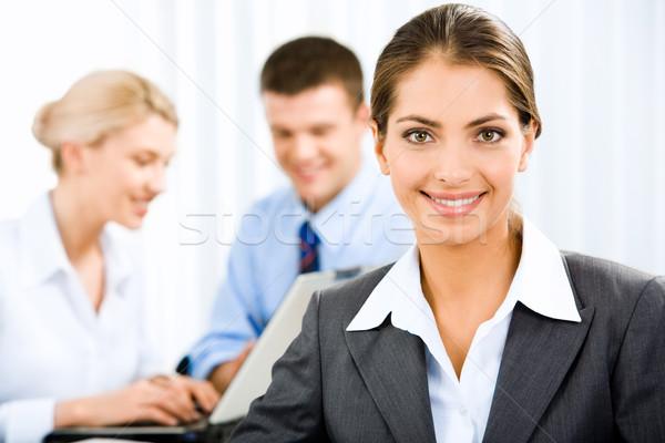 Сток-фото: деловой · женщины · молодые · красивая · женщина · документа · деловые · люди