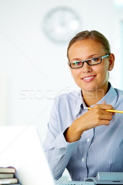 Udany pracownika portret dość sekretarz patrząc Zdjęcia stock © pressmaster