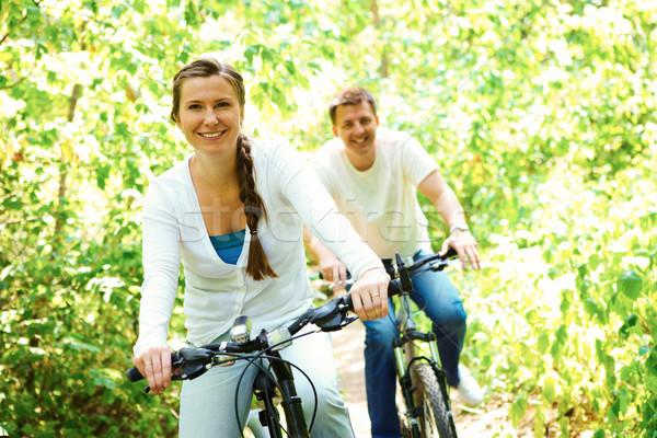 Egészséges élet fotó boldog nő lovaglás bicikli Stock fotó © pressmaster