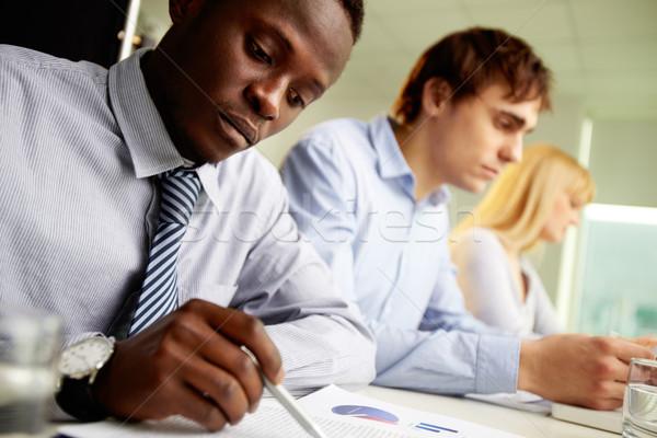 Diversité affaires équipe commerciale travail jour Photo stock © pressmaster
