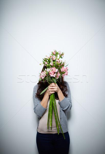 Cacher derrière fleurs portrait jeunes Homme Photo stock © pressmaster
