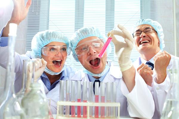 Científico vitória retrato três cientistas tubulação Foto stock © pressmaster