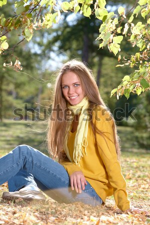 Divatos lány fotó boldog lány ülő föld Stock fotó © pressmaster