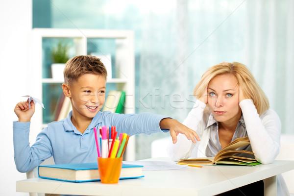 Gry lekcja portret niegrzeczny chłopca papieru Zdjęcia stock © pressmaster