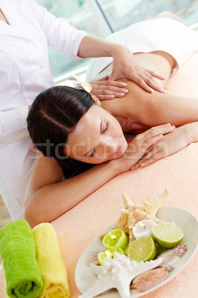 Massagem tabela vertical tiro menina terapeuta Foto stock © pressmaster