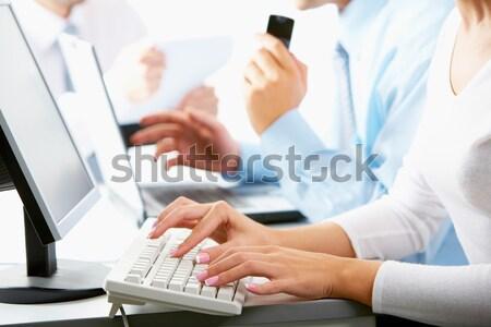 Pracy touchpad biznesmen biuro papieru Zdjęcia stock © pressmaster