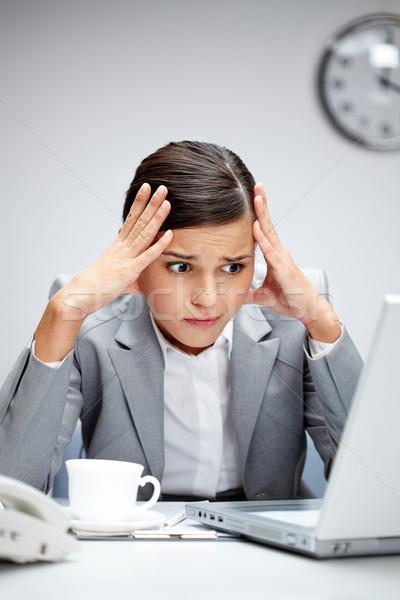 Problémás üzletasszony kép fiatal munkáltató néz Stock fotó © pressmaster