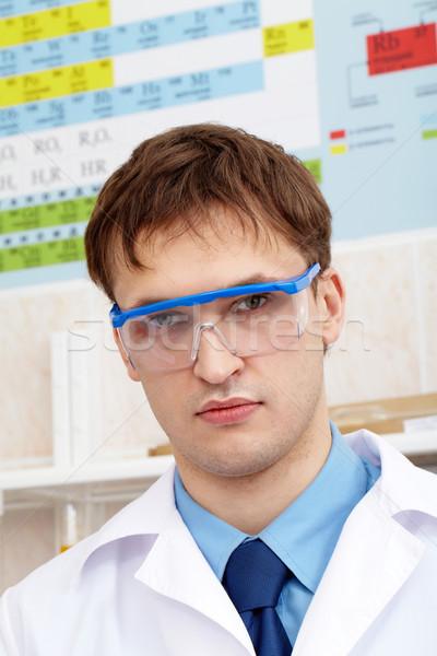 Chemik poważny patrząc kamery laboratorium medycznych Zdjęcia stock © pressmaster