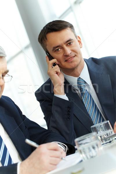 Tárgyalás fiatal üzletember beszél telefon üzlet Stock fotó © pressmaster