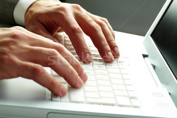 Stock fotó: Gépel · közelkép · férfi · kezek · fehér · billentyűzet