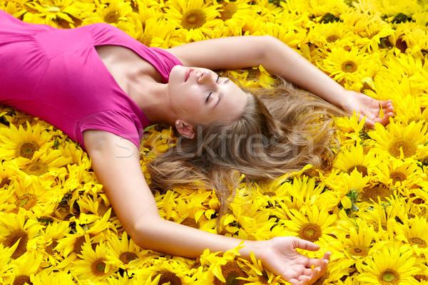 Ayçiçeği fotoğraf güzel kız ayçiçeği çiçek Stok fotoğraf © pressmaster