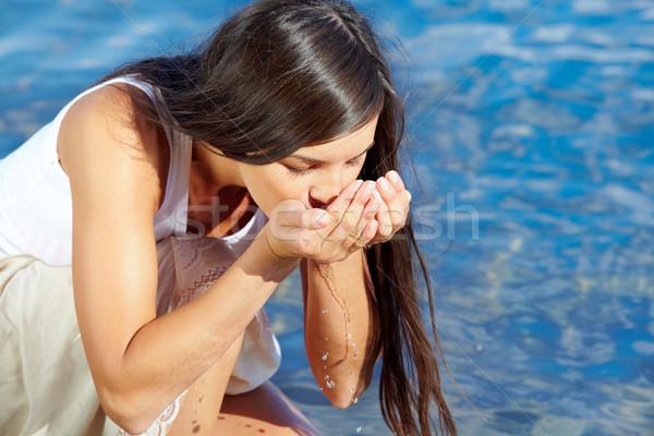 渇き 肖像 かなり 少女 飲料水 手 ストックフォト © pressmaster
