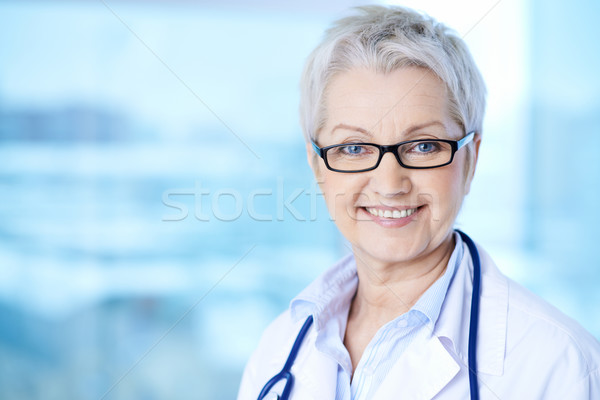 Női háziorvos portré csinos szemüveg néz Stock fotó © pressmaster