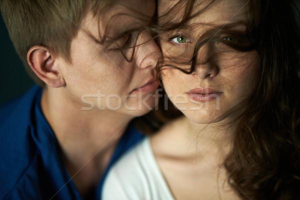 Intimidade mulher jovem olhando câmera mulher Foto stock © pressmaster