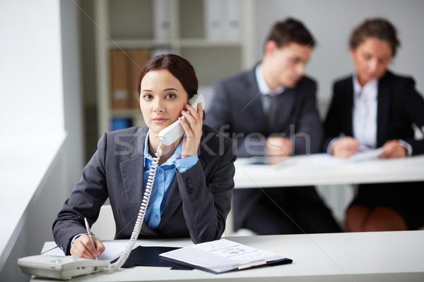 Telefon konzultáció portré okos üzletasszony hív Stock fotó © pressmaster