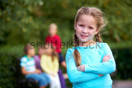 Grymas portret funny dziewczyna patrząc kamery Zdjęcia stock © pressmaster