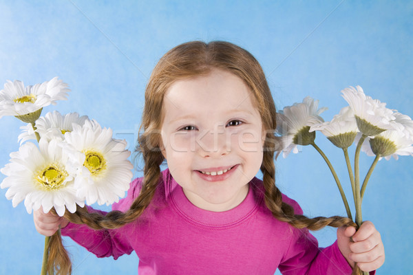 örömteli hangulat portré lány tart virágok Stock fotó © pressmaster