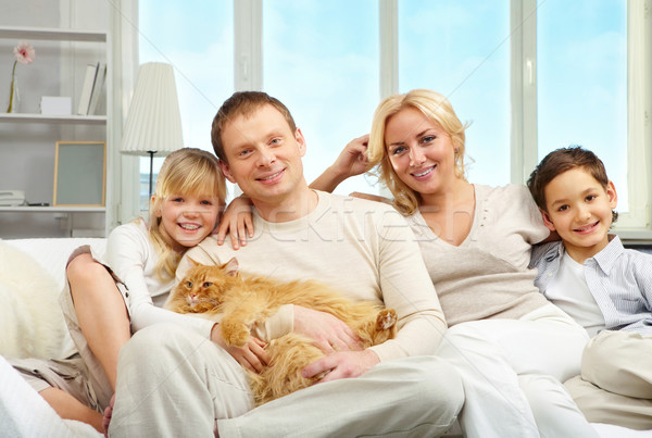 Stockfoto: Familie · jonge · zoon · dochter · vergadering · sofa