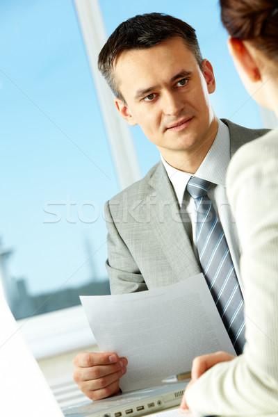 Wyjaśnienie smart biznesmen coś kolega Zdjęcia stock © pressmaster