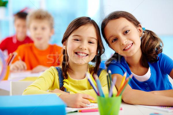 Pracowity uczniowie portret dwa dziewcząt patrząc Zdjęcia stock © pressmaster