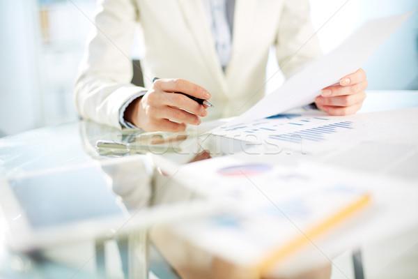 Titkárnő munka közelkép fiatal üzletasszony kezek Stock fotó © pressmaster