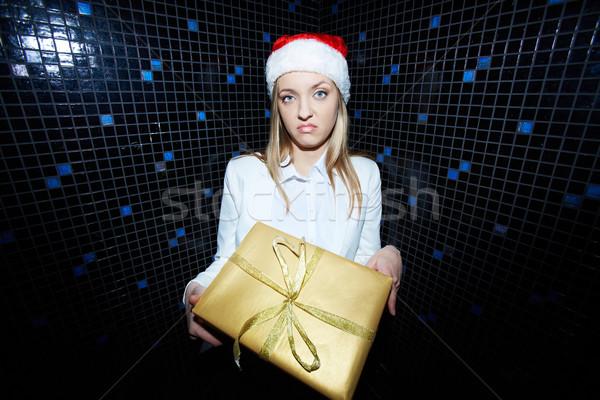 Ajándék portré elégedetlen üzletasszony mikulás sapka Stock fotó © pressmaster