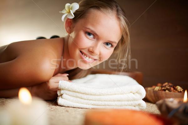 Keyifli portre mutlu genç kadın bakıyor Stok fotoğraf © pressmaster